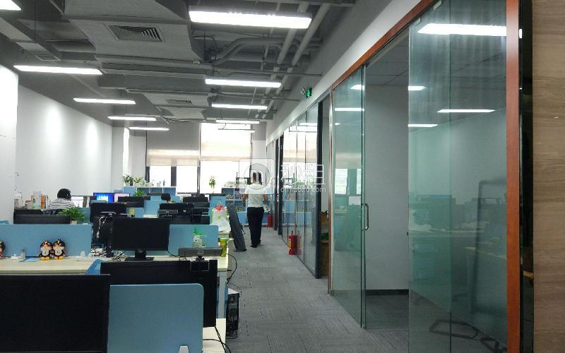 国人通信大厦写字楼出租327平米精装办公室118元/m².月