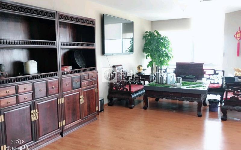 荣超经贸中心写字楼出租185平米精装办公室246元/m².月