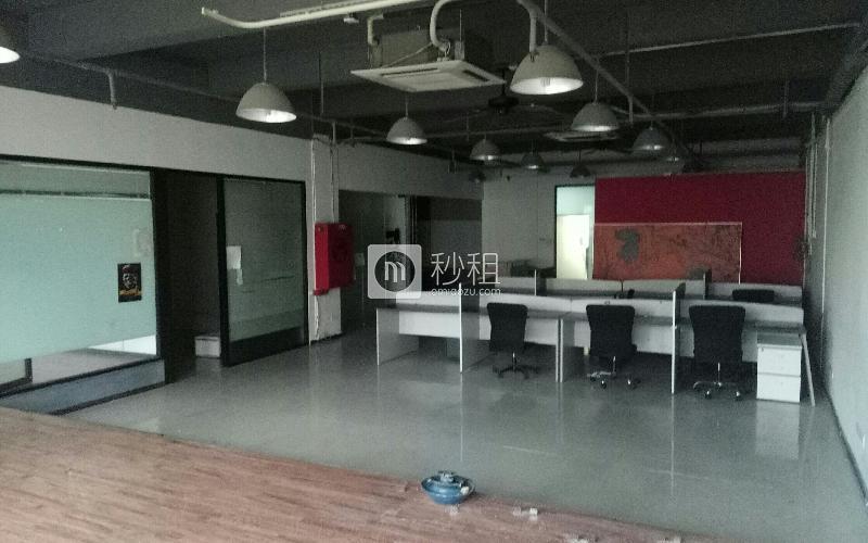 泰然科技园204栋写字楼出租275平米简装办公室85元/m².月