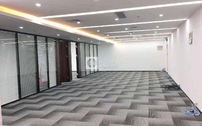 荣超经贸中心写字楼出租352平米精装办公室200元/m².月