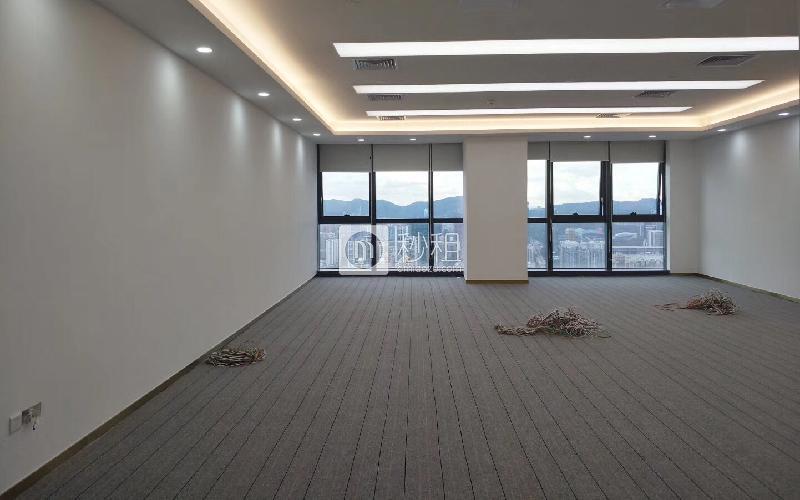 长富金茂大厦写字楼出租580平米精装办公室158元/m².月