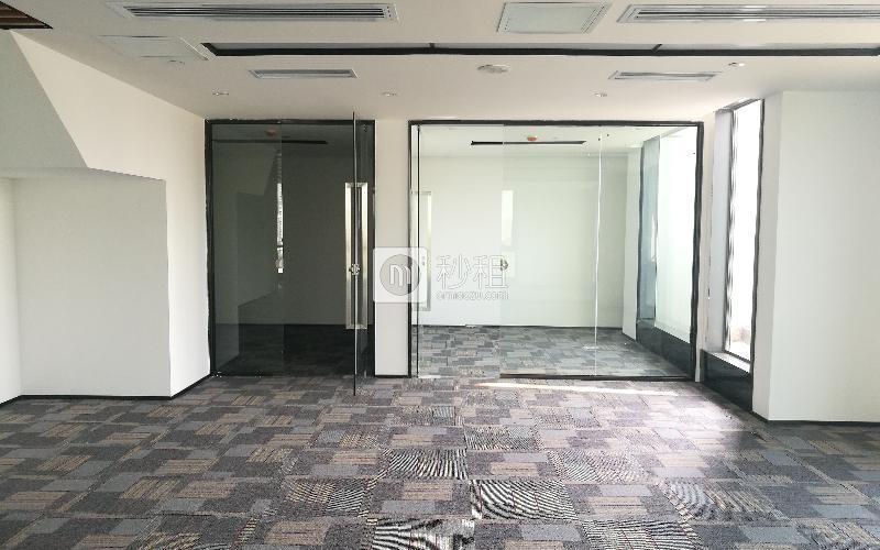 满京华·SOHO艺峦大厦写字楼出租261平米精装办公室85元/m².月