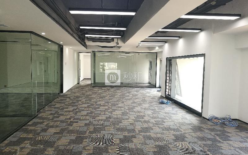 满京华·SOHO艺峦大厦写字楼出租451平米精装办公室70元/m².月