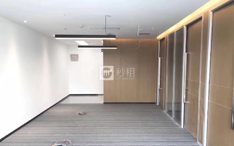荣超经贸中心写字楼出租156平米精装办公室250元/m².月