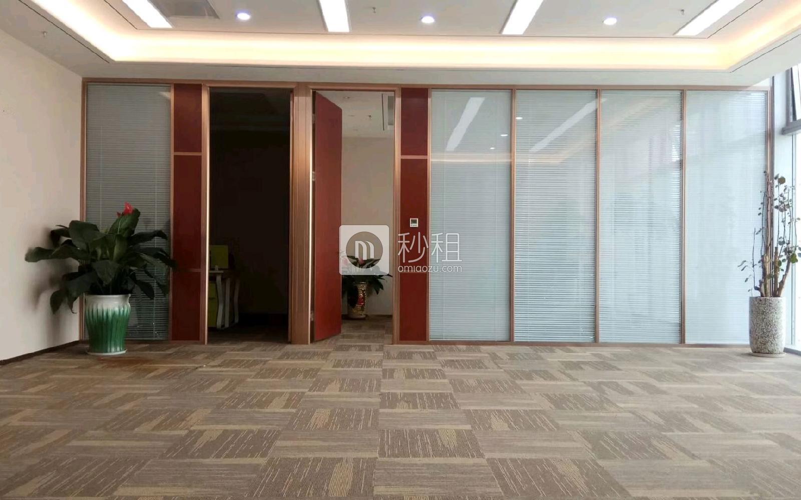 前海卓越宝中时代广场写字楼出租338平米精装办公室158元/m².月