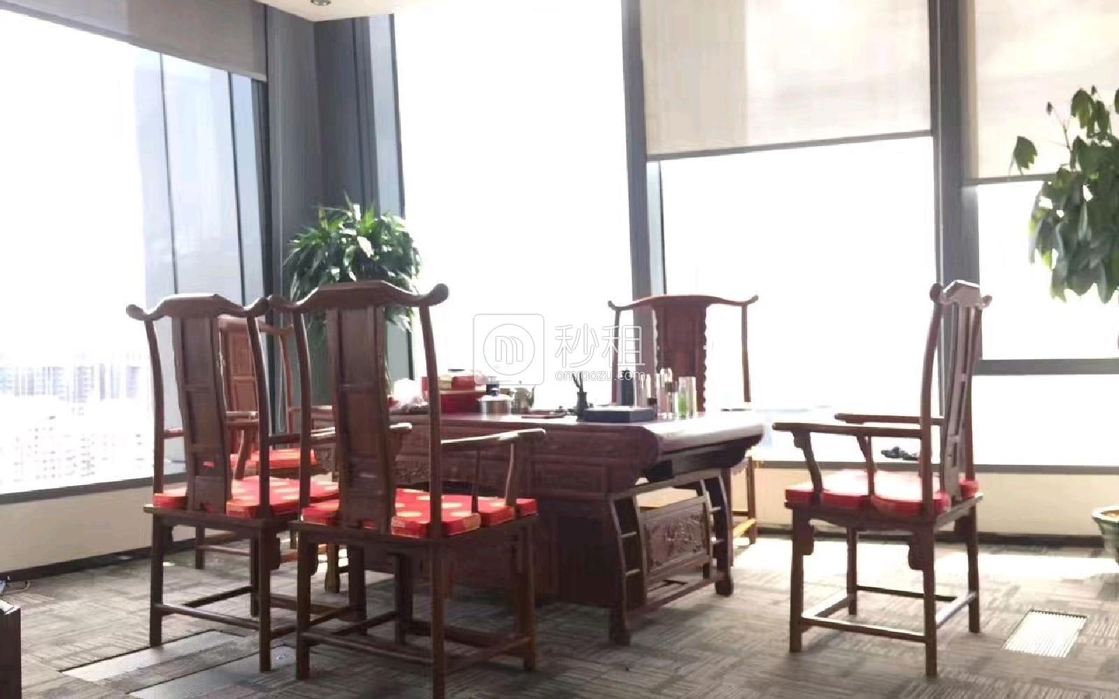 和黄世纪汇广场写字楼出租558平米精装办公室210元/m².月