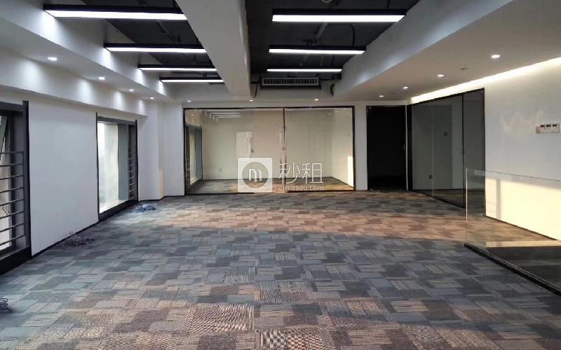 满京华·SOHO艺峦大厦写字楼出租426平米精装办公室70元/m².月
