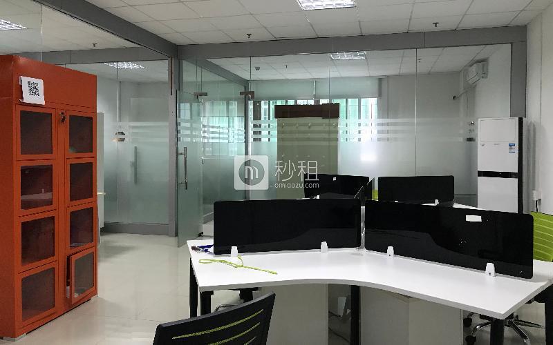 名优工业品展示采购中心写字楼出租121平米简装办公室74元/m².月