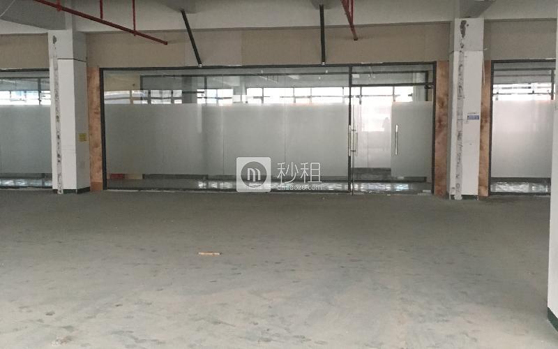 华侨城创意文化园写字楼出租186平米毛坯办公室140元/m².月