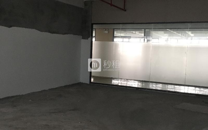 华侨城创意文化园写字楼出租213平米毛坯办公室140元/m².月