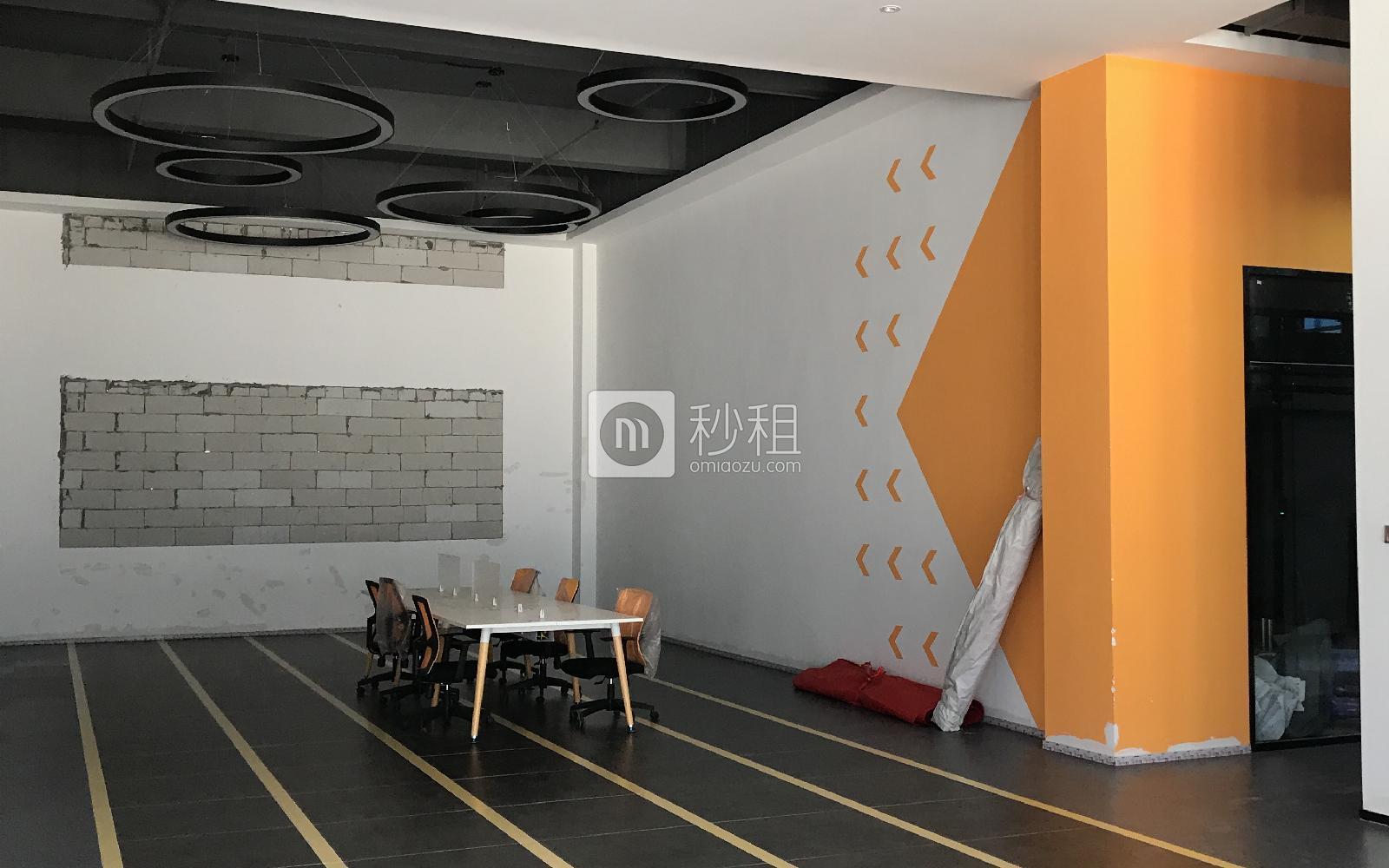 智创矩阵双创园写字楼出租64平米豪装办公室140元/m².月