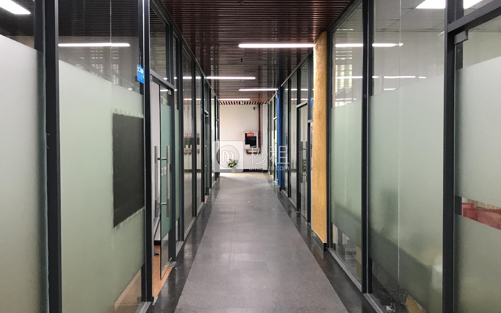 鸿丰华互联网创意园(云立方)写字楼出租236平米简装办公室11800元/月