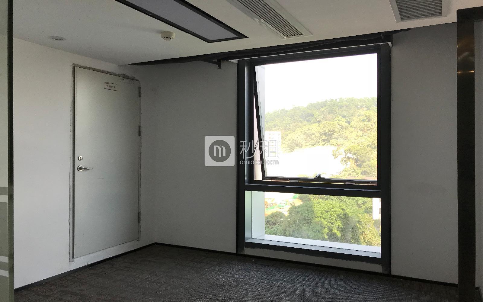 满京华·SOHO艺峦大厦写字楼出租128平米简装办公室82元/m².月