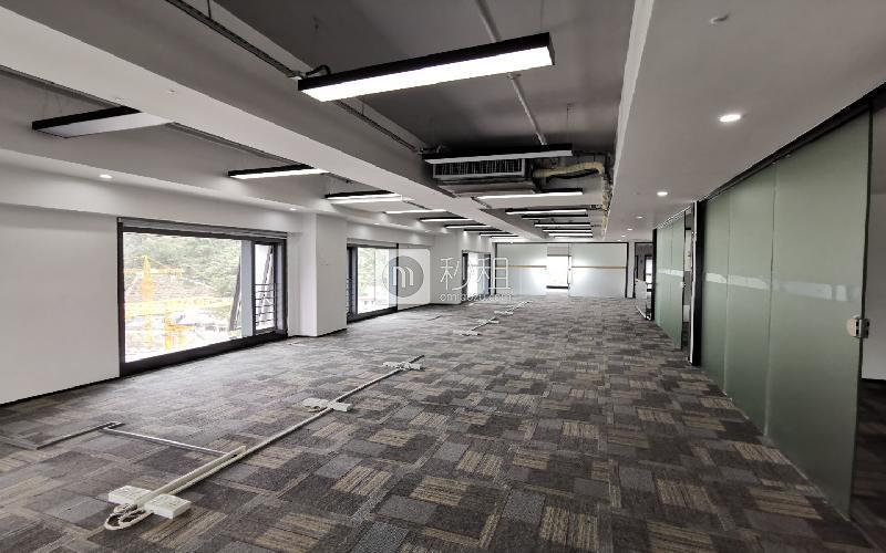 满京华·SOHO艺峦大厦写字楼出租479平米精装办公室38元/m².月