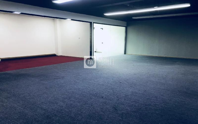 广兴源互联网创意园写字楼出租453平米毛坯办公室55元/m².月
