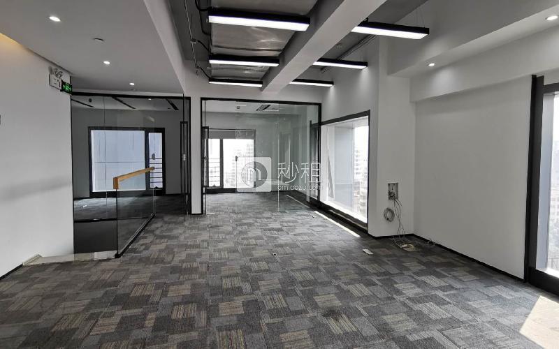 满京华·SOHO艺峦大厦写字楼出租255平米精装办公室42元/m².月