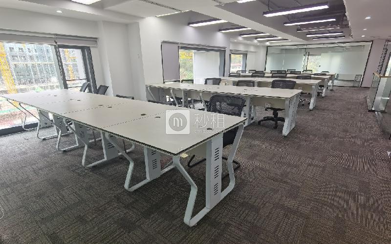 满京华·SOHO艺峦大厦写字楼出租410平米精装办公室55元/m².月