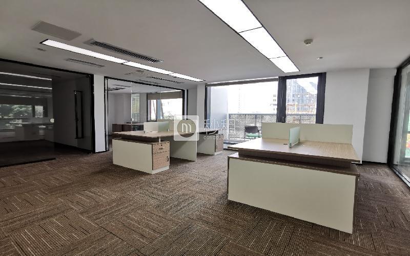 满京华·SOHO艺峦大厦写字楼出租258平米精装办公室58元/m².月