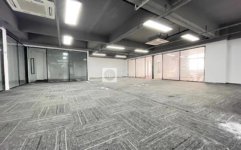 U&P联合工社-新视艺创客公园写字楼出租415平米精装办公室69元/m².月