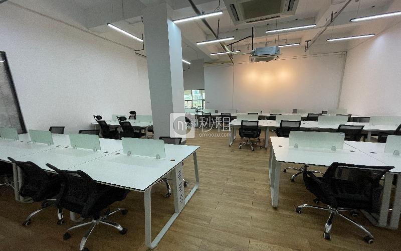 众里创业社区-御景湾写字楼出租245平米精装办公室70元/m².月