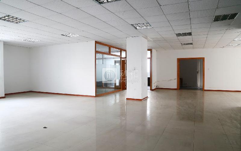 51大厦写字楼出租615平米简装办公室60元/m².月