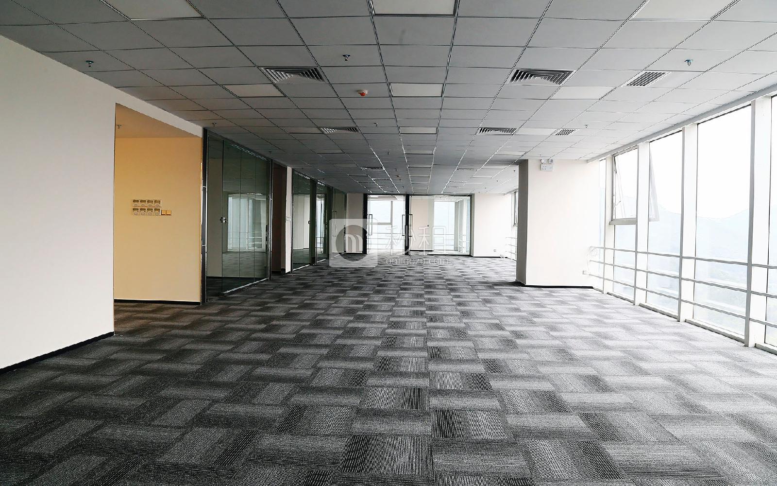 星河WORLD(一期)写字楼出租754平米精装办公室120元/m².月
