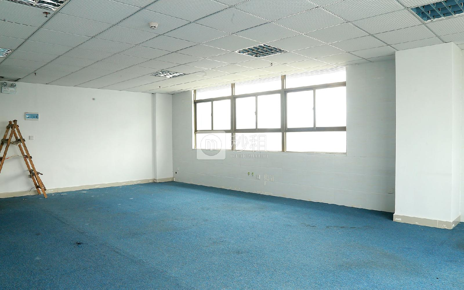 鸿华中心写字楼出租106平米简装办公室62元/m².月