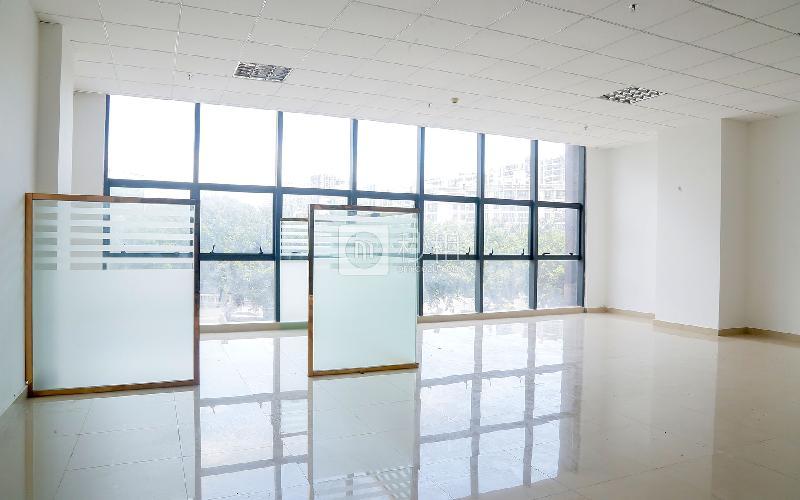 荣群大厦(龙华)写字楼出租110平米简装办公室70元/m².月