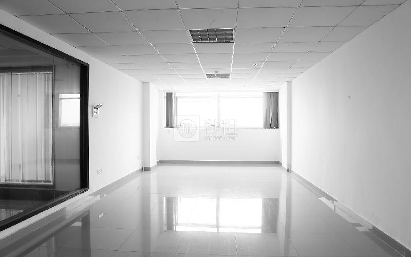 荣群大厦(龙华)写字楼出租70平米简装办公室65元/m².月