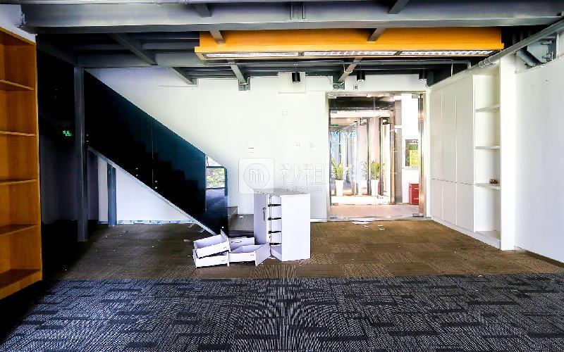 福年广场写字楼出租332平米精装办公室105元/m².月