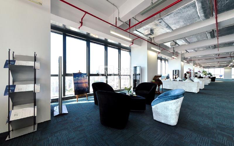 长富金茂大厦写字楼出租954平米精装办公室180元/m².月