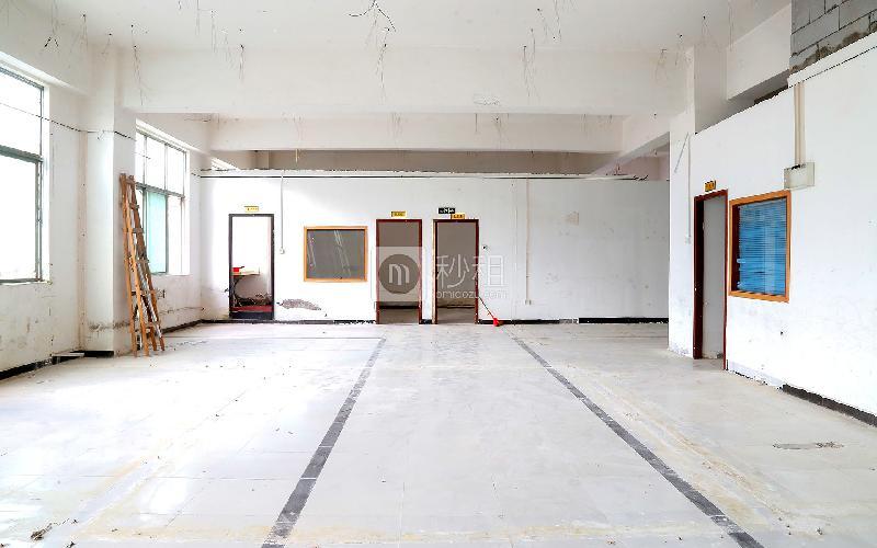 中泰科技园写字楼出租350平米简装办公室38元/m².月