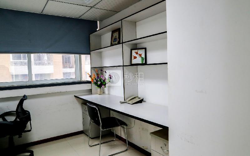 百货广场-创富港写字楼出租12平米精装办公室2480元/间.月