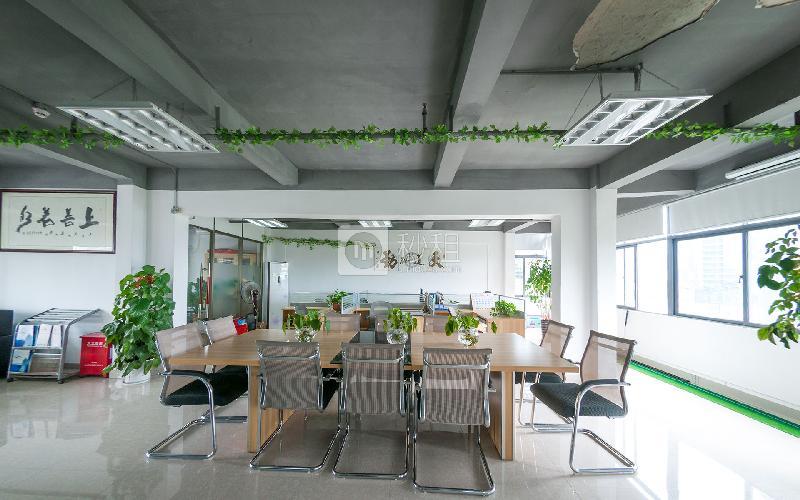 富奇创意大厦写字楼出租590平米简装办公室55元/m².月