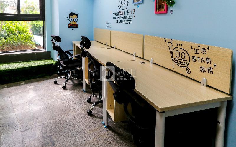 华强广场-华强创客中心写字楼出租4平米豪装办公室900元/工位.月