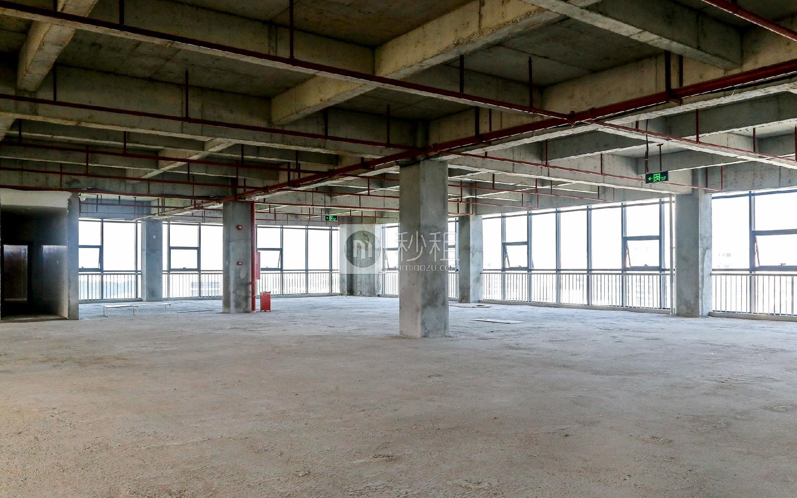 爱特爱创意产业园写字楼出租305平米毛坯办公室46元/m².月