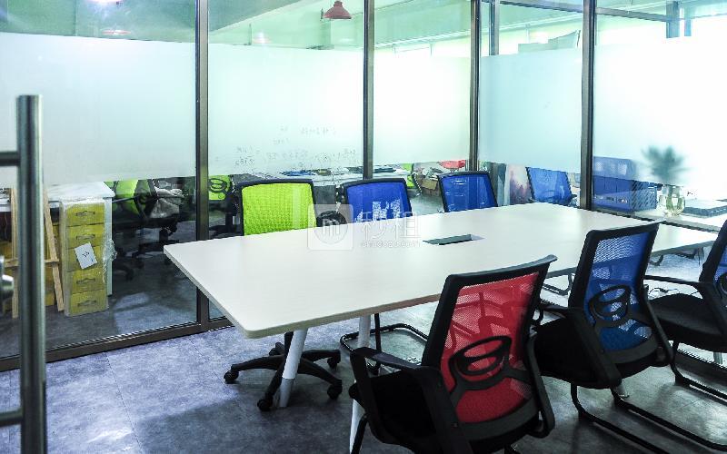 金星大厦-孵客创业公社写字楼出租35平米豪装办公室4500元/间.月