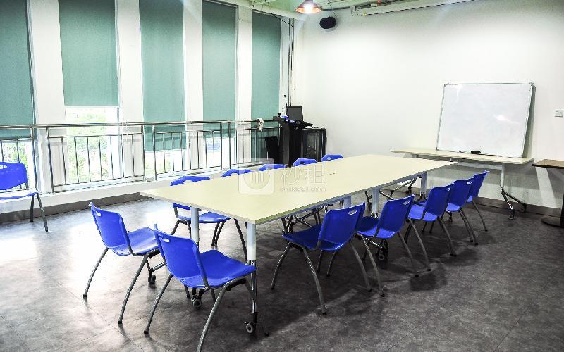 金星大厦-孵客创业公社写字楼出租40平米豪装办公室5500元/间.月
