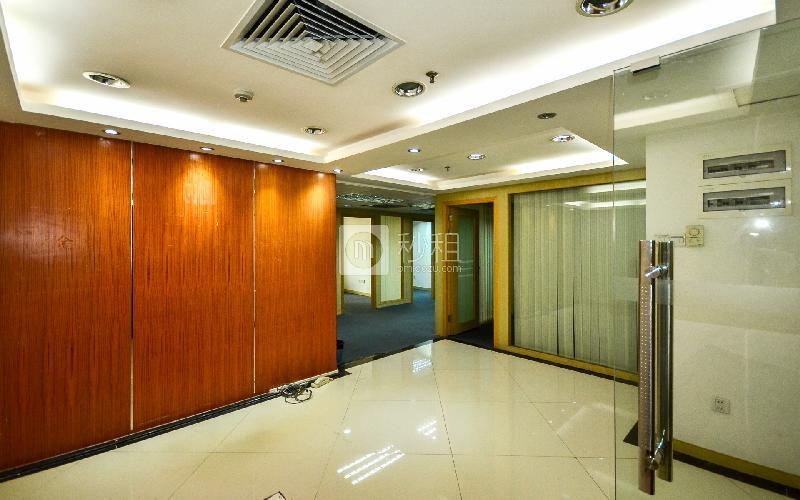 国际银行中心写字楼出租145平米简装办公室95元/m².月