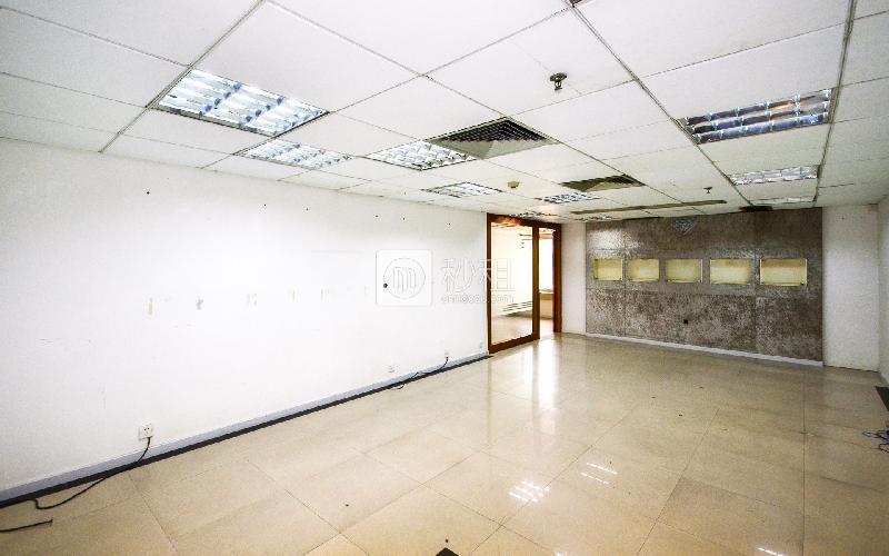 国际银行中心写字楼出租78平米简装办公室95元/m².月