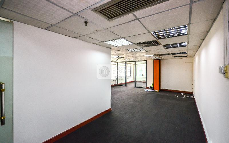 国际银行中心写字楼出租80平米简装办公室95元/m².月