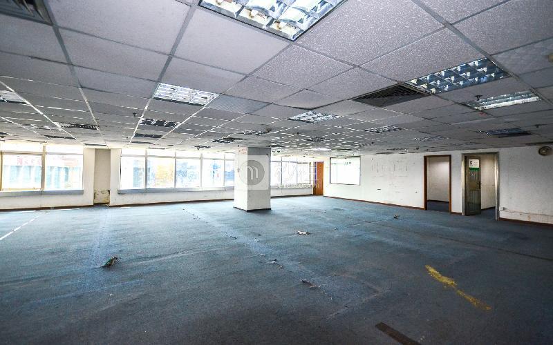 国际银行中心写字楼出租393平米简装办公室95元/m².月