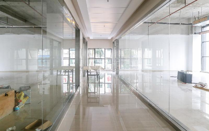 锦华大厦写字楼出租174平米简装办公室55元/m².月