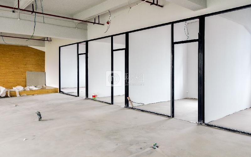 江南坊写字楼出租135平米毛坯办公室120元/m².月