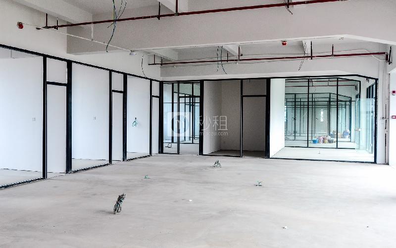 江南坊写字楼出租231平米毛坯办公室120元/m².月
