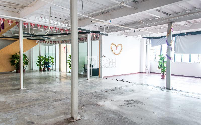 杨协成电子创意园写字楼出租320平米简装办公室77元/m².月
