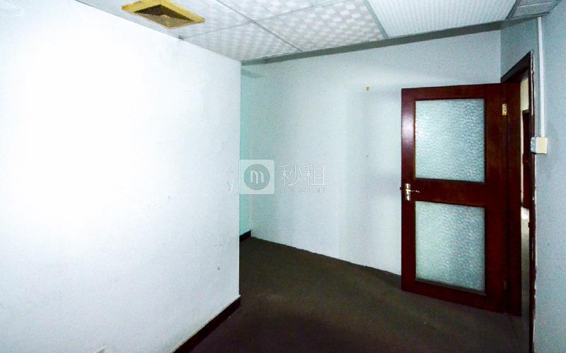 东方广场写字楼出租14平米简装办公室90元/m².月