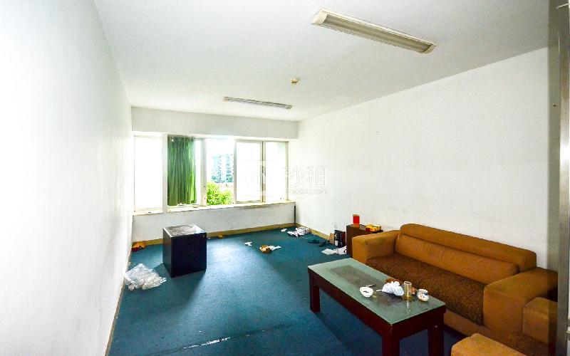 东方广场写字楼出租47平米简装办公室90元/m².月