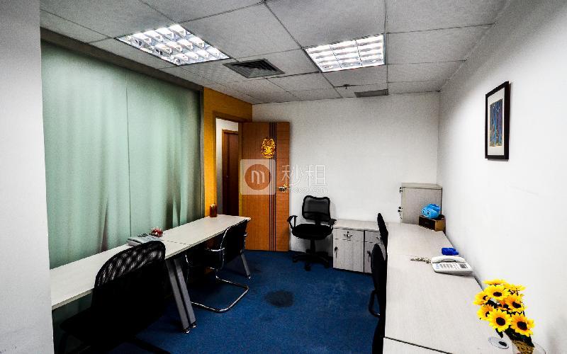 华普广场-创富港写字楼出租11平米精装办公室4690元/间.月