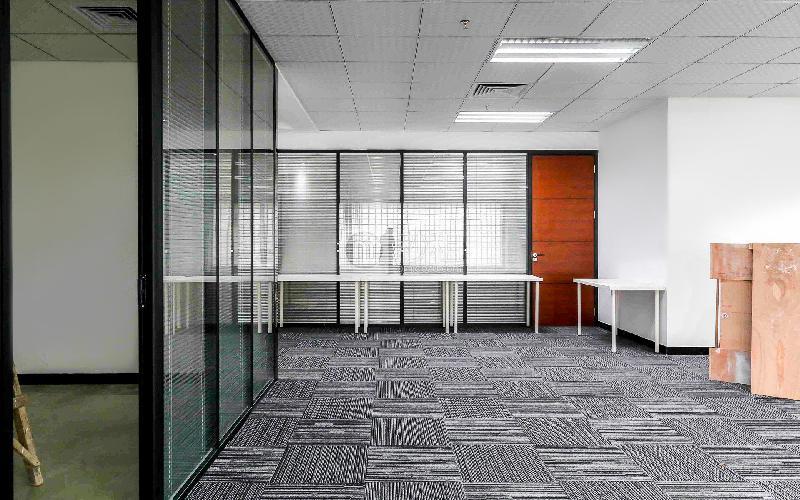 九洲电器大厦写字楼出租256平米精装办公室125元/m².月